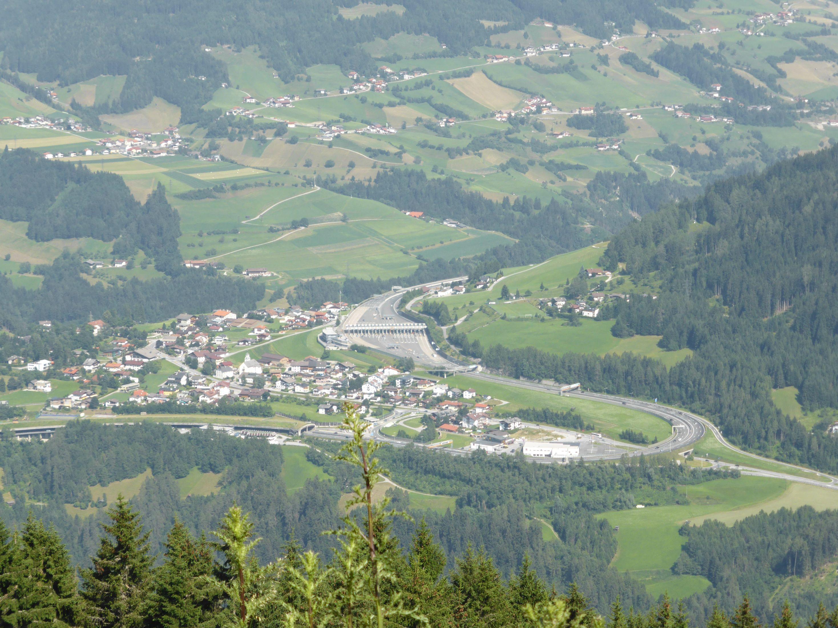 Brenner Mautstelle vom Brenner Hochalmweg aus gesehen