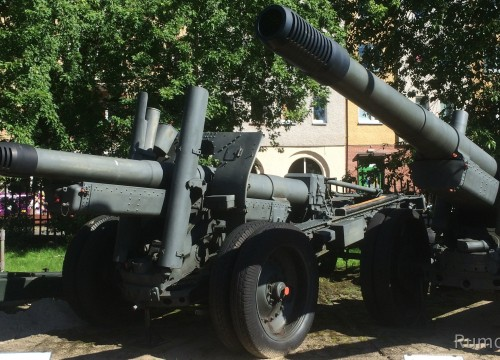 Arty im Museum für schwere Waffen in Kolberg