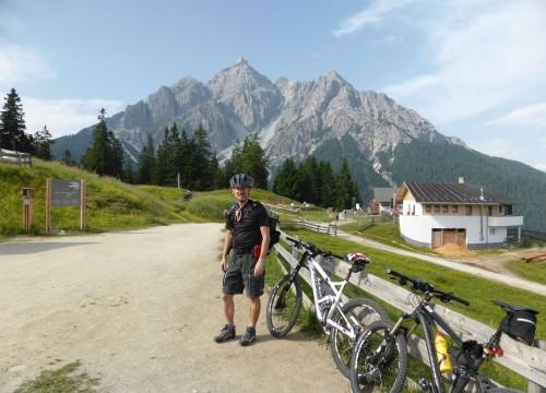 Mieders Richtung Brenner, die ersten 600Hm mit der Gondel, es kommen noch 2200Hm,  Mieders Serlesbahn